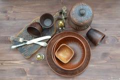 Rustikale Teller Tischplatteansicht Handgemachte Fertigkeit lizenzfreies stockfoto