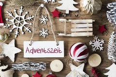 Rustikale Weihnachtsebenen-Lage, Adventszeit bedeutet Advent Season Stockfoto