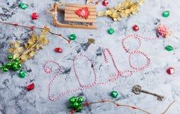 Rustikale Weihnachtsebenen-Lage, Text 2018 Stockfoto