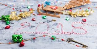Rustikale Weihnachtsebenen-Lage, Text 2018 Lizenzfreie Stockbilder