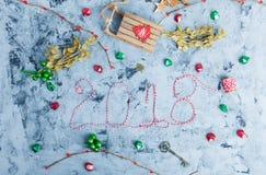 Rustikale Weihnachtsebenen-Lage, Text 2018 Stockfotos