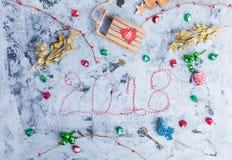 Rustikale Weihnachtsebenen-Lage, Text 2018 Stockbilder