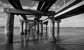 Rustikaler alter Pier Stockbild