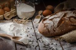 Rustikaler Brotweizenroggen stockbild