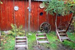 Rustikaler hölzerner Spielplatz Stockbilder