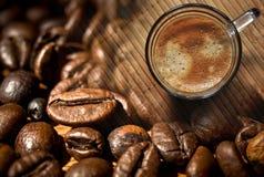 Rustikaler Hintergrund des Kaffees Lizenzfreie Stockfotografie