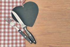 Rustikaler Hintergrund des Tischbestecks Stockfotos