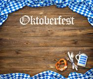 Rustikaler Hintergrund für Oktoberfest stockfotos