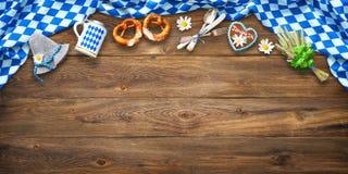 Rustikaler Hintergrund für Oktoberfest stockbild