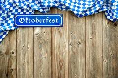 Rustikaler Hintergrund für Oktoberfest Stockfotografie