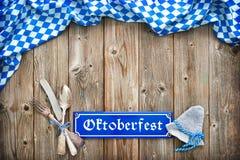 Rustikaler Hintergrund für Oktoberfest Stockbilder