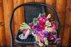 Rustikaler Hochzeitsblumenstrauß von Blumen Stockfotos
