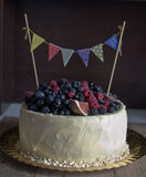 Rustikaler Kuchen des Geburtstages Lizenzfreies Stockbild