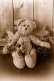 Rustikaler Sepia tonte Teddybären Lizenzfreie Stockfotografie