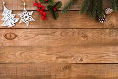 Rustikaler Weihnachtshintergrund, Weihnachtsverzierung lizenzfreie stockbilder