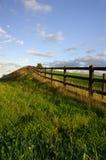Rustikaler Zaun in der landwirtschaftlichen Einstellung Stockfoto