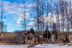 Rustikales Blockhaus, Millarville, Alberta, Kanada Stockbild