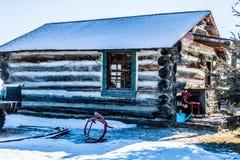 Rustikales Blockhaus, Millarville, Alberta, Kanada Stockbilder