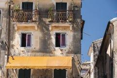 Rustikales griechisches Gebäude Stockbild