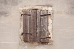 Rustikales hölzernes Fenster Stockfotos