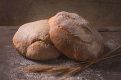 Rustikales handgemachtes Brot Lizenzfreies Stockfoto