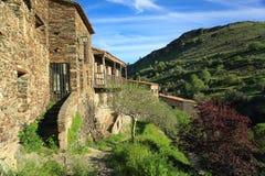 Rustikales Haus in der Natur Stockfotos