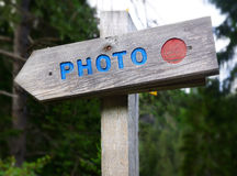 Rustikales Holzschild - Foto Stockfotografie
