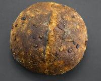Rustikales Orangen-und Kardamom-Brot Lizenzfreie Stockbilder