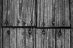 Rustikales schauendes Scheunenholz mit Nagelhintergrund Lizenzfreie Stockfotografie