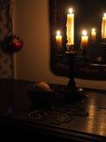 Rustikales Stillleben mit Kerzen Stockfotos
