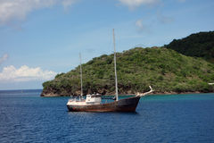 A rusting boat anchored at port elizabeth in the caribbean Stock Photos