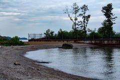 Rusty Barge en Beac, el lago Erie Ohio fotos de archivo libres de regalías