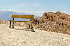 Rusty Bench an Zabriskie-Punkt, Death Valley nationales P Stockfotos