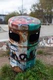 Rusty Bin Stock Afbeeldingen