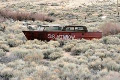 Rusty Boat i torr skeppsdocka Arkivfoton