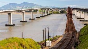 Rusty Bridge anziano, concreto & d'acciaio fotografia stock libera da diritti