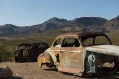Rusty Cars i Death Valley Arkivbilder