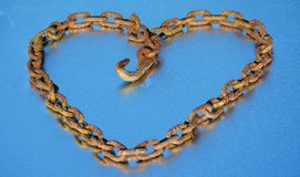 Rusty chain heart and dew Royalty Free Stock Image