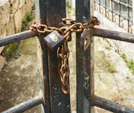 Rusty chain with a padlock Royalty Free Stock Images