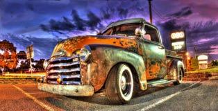 Rusty Chevy neemt vrachtwagen op stock fotografie