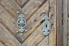 Rusty Door Knob op Oude Houten Poort, Tsjechische Republiek, Europa Stock Afbeelding