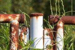 Rusty Fence met selectieve nadruk en vage achtergrond Stock Fotografie