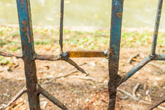 Rusty Fence, metaalomheining, ijzeromheining Stock Afbeeldingen