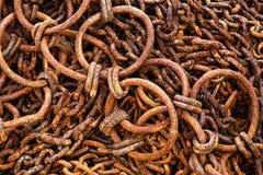 Rusty Fishing Boat Gear Chains y ganchos antiguos Imagen de archivo libre de regalías