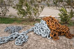 A rusty and a fresh painted anchor chain. Lying on the ground Royalty Free Stock Photography