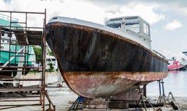 Rusty Hull na doca seca fotos de stock