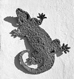 Rusty Iguana metal outdoor / indoor wall decor - black and white Royalty Free Stock Images