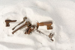 Rusty keys on the beach Royalty Free Stock Photography