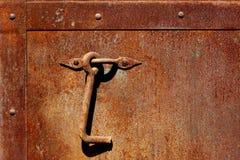Rusty Metal Door porthandtag Arkivfoton