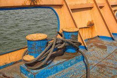 Rusty metal hawser. Knot on an old boat Royalty Free Stock Photos
